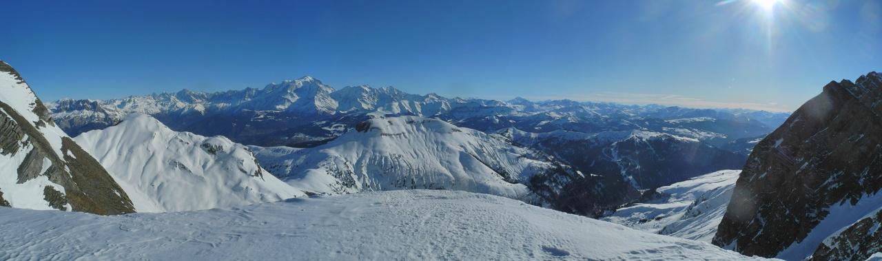 <h5>Waouh ! Au col le soleil et le Mt Blanc . </h5><p>                                                                                                            </p>